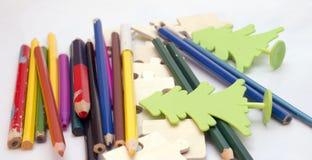 matite colorate su fondo bianco Immagini Stock