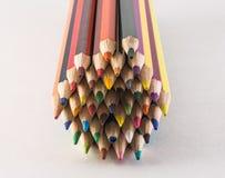 matite colorate su fondo bianco Fotografie Stock