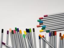 matite colorate su fondo bianco Immagine Stock