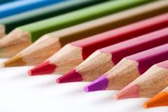 Matite colorate su priorità bassa bianca Immagini Stock Libere da Diritti