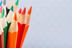 Matite colorate su un fondo leggero con punto Fotografie Stock