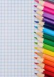 Matite colorate sul blocco note Fotografie Stock Libere da Diritti