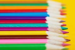 Matite colorate in una riga Immagini Stock