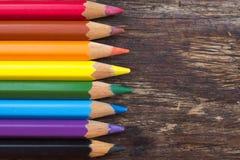 Matite di colore su una tavola di legno Fotografie Stock
