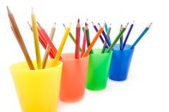 Matite di colore in tazze Fotografie Stock