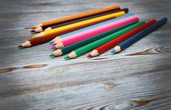 Matite Disegnando con una matita Apprendimento dissipare fotografia stock libera da diritti