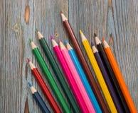 Matite Disegnando con una matita Apprendimento dissipare fotografie stock