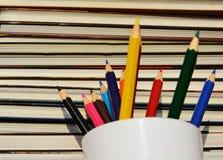 Matite e libri, istruzione e conoscenza Fotografia Stock Libera da Diritti