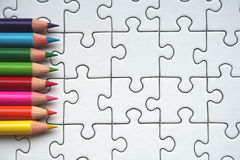 Matite e reticolo del puzzle Fotografia Stock Libera da Diritti