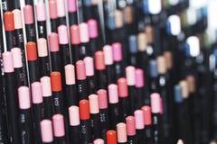 Matite, tavolozza di colore, primo piano dei cosmetici Fotografia Stock