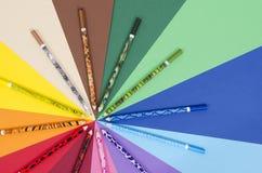 Matite uniche di colore di progettazione su carta Fotografia Stock Libera da Diritti