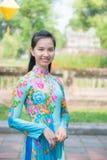 Matiz, Vietname o 15 de março:: Menina vietnamiana no vestido nacional no Imagem de Stock Royalty Free