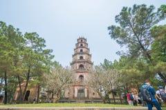 Matiz, Vietname o 14 de março:: pagode de 7 histórias no pagode de Thien MU em março Imagem de Stock