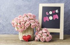 Matka dnia pojęcie papierowy goździk kwitnie z miłości mamą Zdjęcia Stock