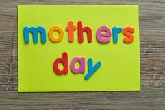 Matka dzień na kolor żółty notatce Zdjęcia Stock