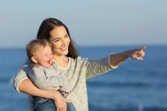 Matka, dzieciak i fotografia royalty free