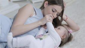 matka dziecka całowania zbiory wideo