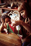 Matka i córka kształcimy Zdjęcia Royalty Free
