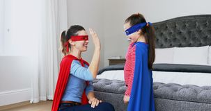 Matka i córka udaje być bohaterem 4k zbiory