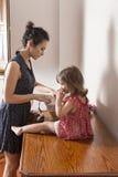 Matka i córka w pokoju Zdjęcia Stock