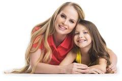 Matka i daugher na bielu zdjęcie stock