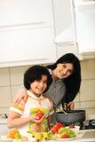 Matka I Dzieci Przygotowywamy zdjęcie royalty free