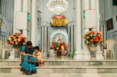 Matka i dziecko przy Durga Puja festiwalem, India Zdjęcia Royalty Free