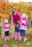 Matka i jej córki w jesieni Zdjęcie Stock