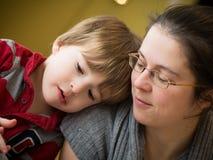 Matka wpólnie i syn zdjęcia stock