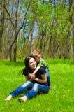 Matka i syn ma zabawę fotografia stock