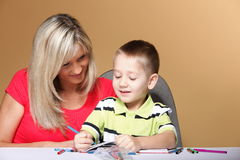 Matka i syn rysunkowi wpólnie zdjęcie stock
