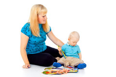 Matka z dzieckiem rysuje Fotografia Royalty Free