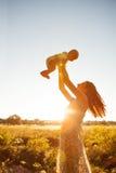 Matka z jej dziecko wp8lywy odpoczynkiem Obraz Royalty Free