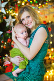 Matka z nowonarodzonym synem Obrazy Stock