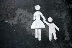 matki dziecka znak gospodarstwa Zdjęcia Royalty Free
