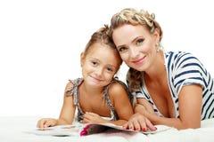 Matki i córki czytanie Obraz Stock