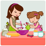 Matki i córki kucharstwo w kuchni Obrazy Royalty Free