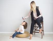 Matki i córki robić uzupełniał oto each inny Obrazy Stock