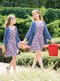 Matki i córki zakupy wycieczka Zdjęcia Royalty Free