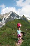 Matki i dziecka rodzinny wycieczkować Zdjęcie Stock