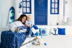 Matki i syna żeglarzi zdjęcia royalty free