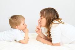 Matki i syna udzielenia sekret Zdjęcie Stock