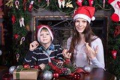 Matki i syna writing list Santa obraz stock