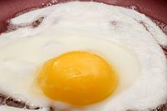 Matlagningägg för frukost Arkivbilder