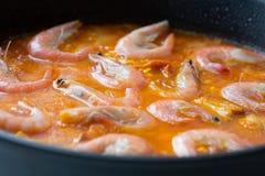 Matlagning av traditionell spansk havs- paella Royaltyfria Foton