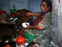 Matlagning Bhajias på gatan arkivfoton