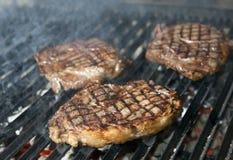 Matlagning för nötköttbiff royaltyfria foton