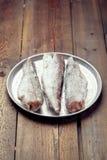 Matlagning från djupfryst: djupfryst fisk på ett magasin Arkivbilder