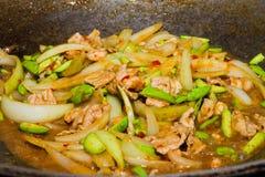 Matlagning Fried Parkia med thai mat för räka Royaltyfri Bild