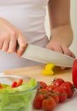 matlagning hands mänsklig köksallad Royaltyfri Foto